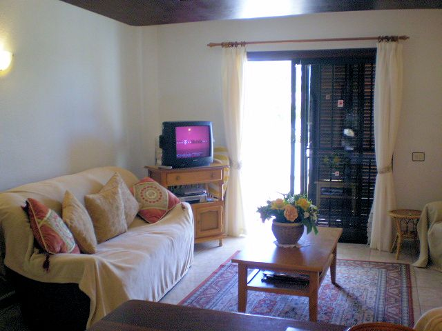 cheap apartment Victoria Court 1 tenerife